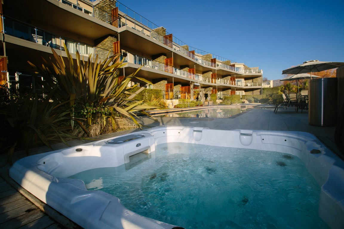 Lakeside Apartments Wanaka Luxury Serviced Apartments Pools and Spas Wanaka Accommodation