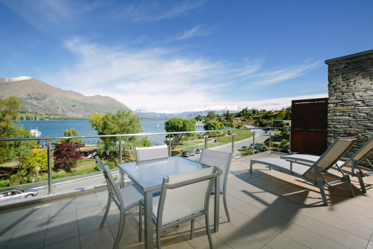 Premier Apartment balcony view Lake Wanaka and mountains