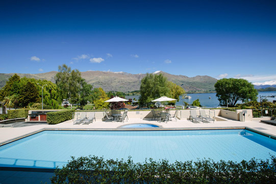 Poolside Apartment Pool and Spa Lakeside Apartments Wanaka