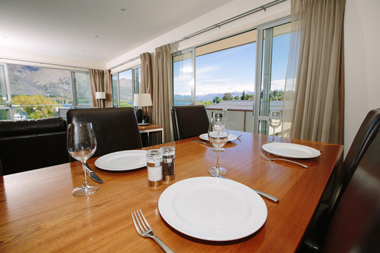 Lakeside Premier Apartment Wanaka Dining