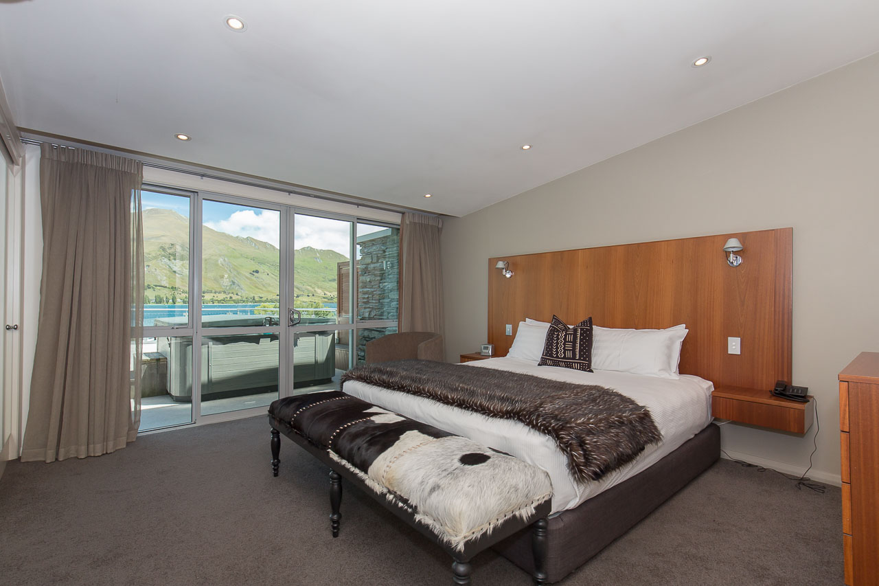 Master Bedroom Penthouse Apartment Luxury Lakeside Wanaka
