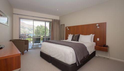 Master Bedroom Poolside Apartment Lakeside Wanaka