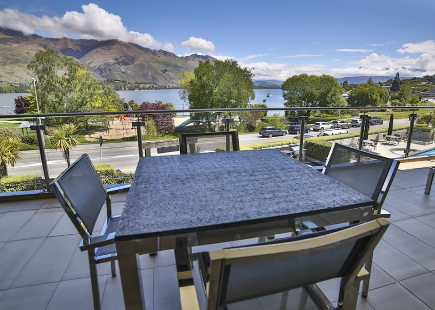 lakeside-apartments-deluxe-balcony
